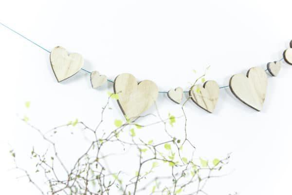Herzgirlande aus Holz DIY
