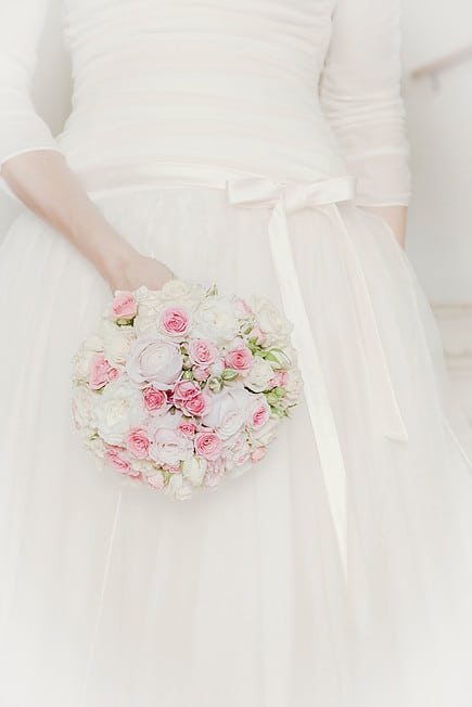 Brautkleid Brautstrauss rosa weiss