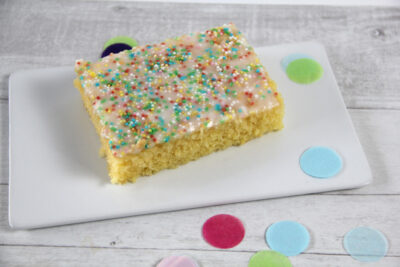 Schneller Zitronen Blechkuchen für Kindergeburtstag