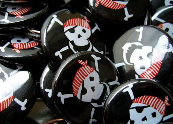 Krima & Isa - Button Pirat