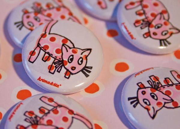 Krima & Isa - Button Katze