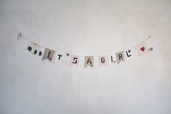 Kleines Glück Babygirlande It´s a girl